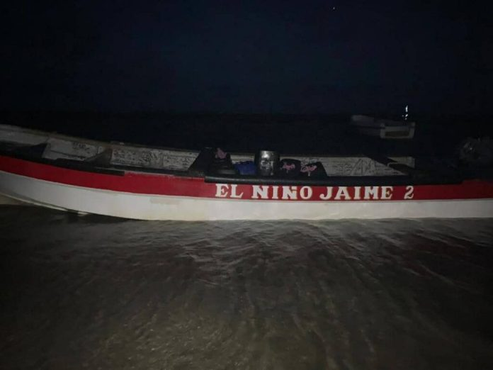 Incautan panelas de droga en una embarcación que zozobró en Adícora